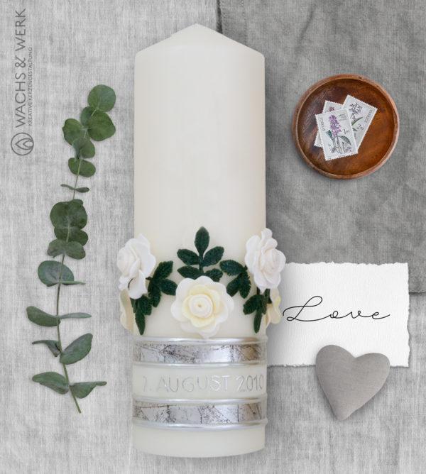 Hochzeitskerze mit Herzen und Rosen